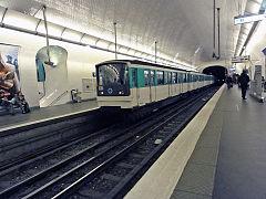 240px-Metro_de_Paris_-_Ligne_3_-_Villiers_01